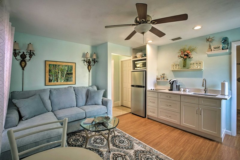 Melbourne Beach/Indialantic Apt with 2 Bikes!, holiday rental in Indialantic