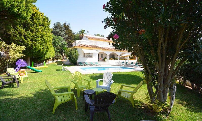 Fuengirola Villa Sleeps 17 with Pool Air Con and WiFi - 5700414, vacation rental in Las Lagunas de Mijas