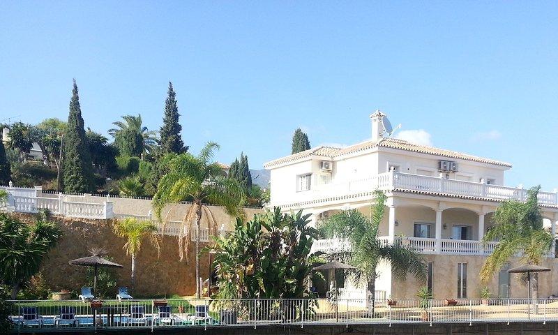 Mijas Villa Sleeps 15 with Pool Air Con and WiFi - 5700410, vacation rental in Las Lagunas de Mijas