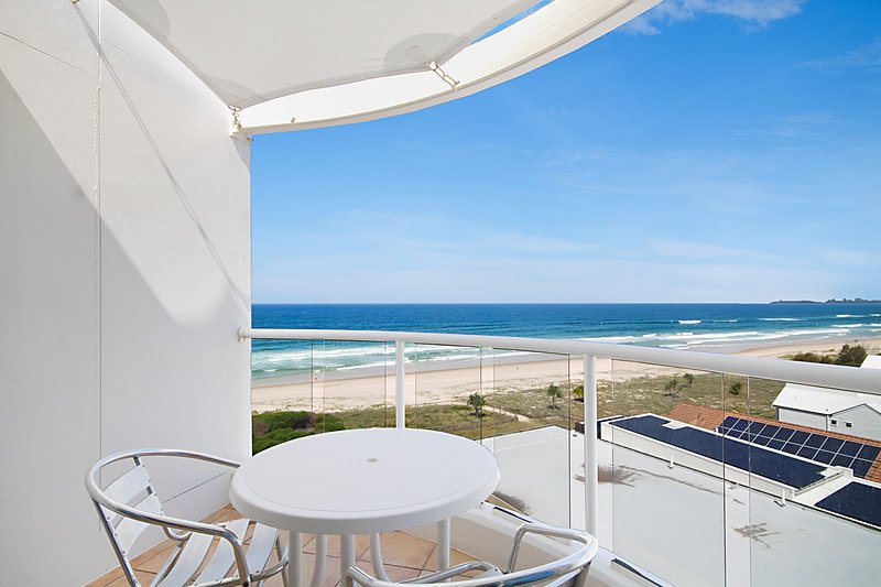 Beachfront Palms 708 - Absolute Beachfront - Min. 3 night stays!, vacation rental in Tallebudgera