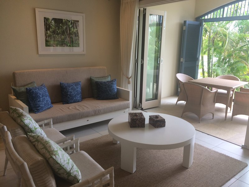 Stunning island apartment, vacation rental in Eden Island