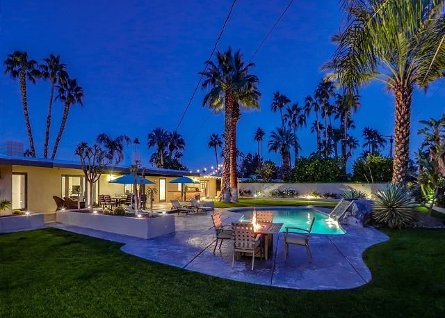 Classic Palm Springs Retreat w/ Mountain-View Pool, holiday rental in Palm Springs