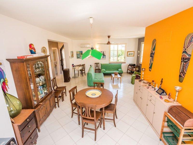 Favolosa tenuta immersa nel verde,3 camere,3 bagni, vacation rental in Piana Calzata