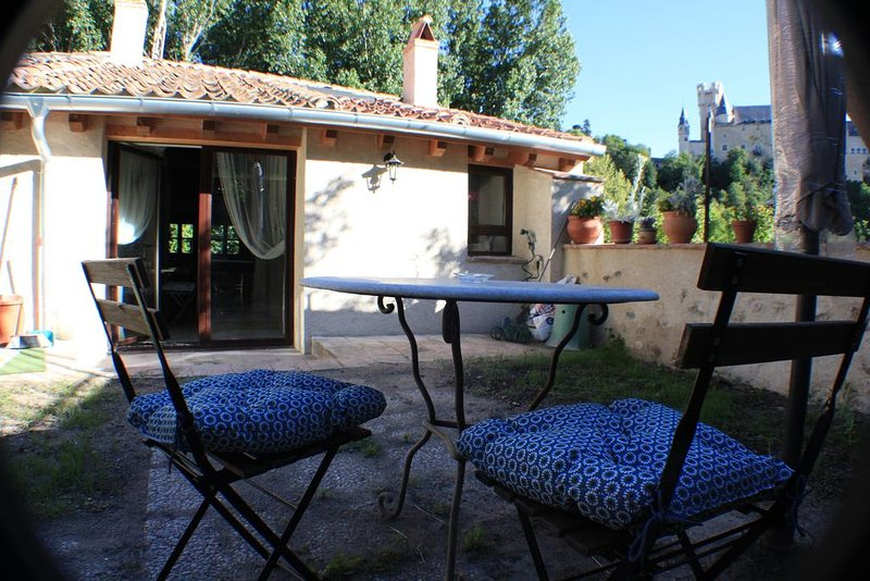 Spacious house with garden & Wifi, holiday rental in Abades