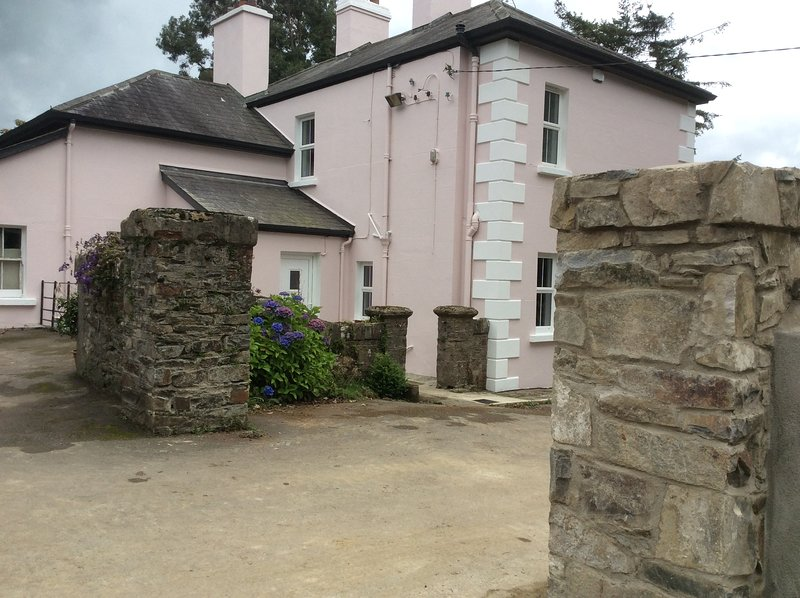 Stunning Wicklow views in styling spacious country house, holiday rental in Donard