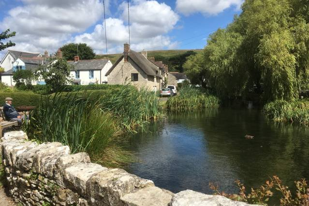 Idyllic Riverside Cottage in Dorset, location de vacances à West Knighton