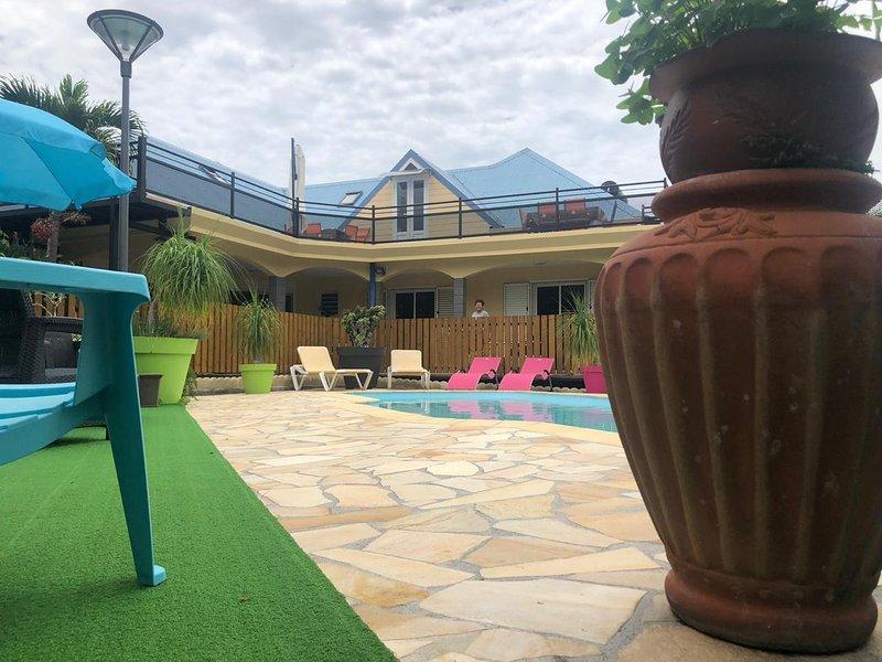 Amazing house with swimming-pool, location de vacances à Le Ouaki