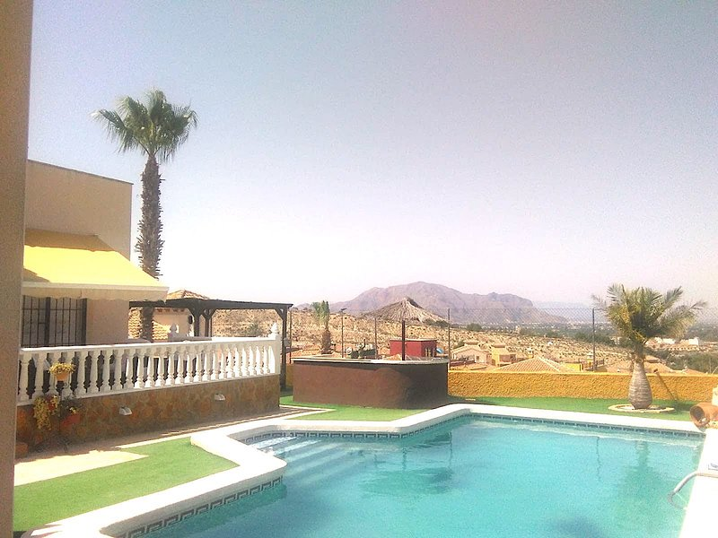 Costa Blanca South - XL 5 Bed Villa / Private Pool / Wi-Fi / A/C 20 Mins Beaches, holiday rental in Vistabella