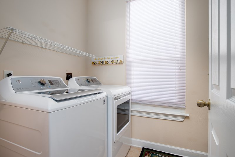 8572 Turnberry Ct | Miramar Pearl-Laundry Room