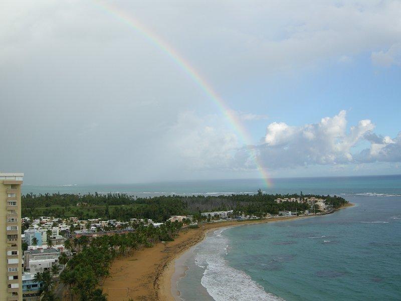 Utsikt över regnbåge från balkongen som är en frekvent ojämnhet