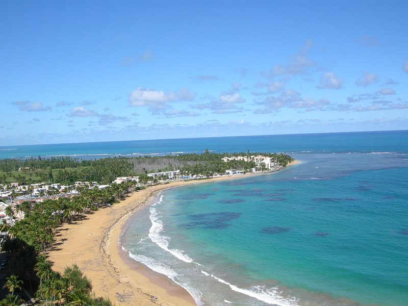 BEACHFRONT PENTHOUSE SUITE 22ND FLOOR 1,850sq^2 30' BALCONY ON SPECTACULAR BEACH, holiday rental in Luquillo