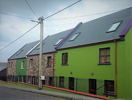 Town House, sleeps 6, in scenic Cloghane Village, 15 minutes from Dingle town, holiday rental in Cloghane