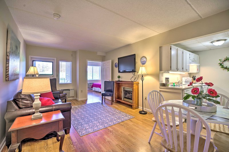 Get to know Gatlinburg from this convenient vacation rental condo for 6!