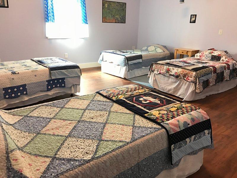 Grandes quartos com 4 colchões de memória legal Lucid memória espuma podem ser convertidos em 2 camas king size.