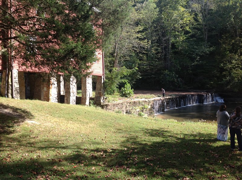 30 min. from Sgt. Alvin York Birthplace, school and grist mill