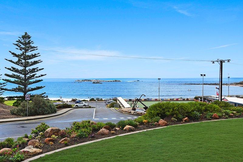 Dolphins Beachfront Apartment no 4, alquiler de vacaciones en Port Elliot