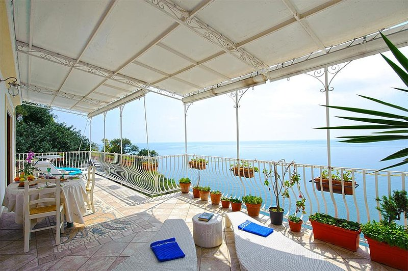Bomerano Villa Sleeps 6 with Pool Air Con and WiFi - 5229505, holiday rental in Nocelle