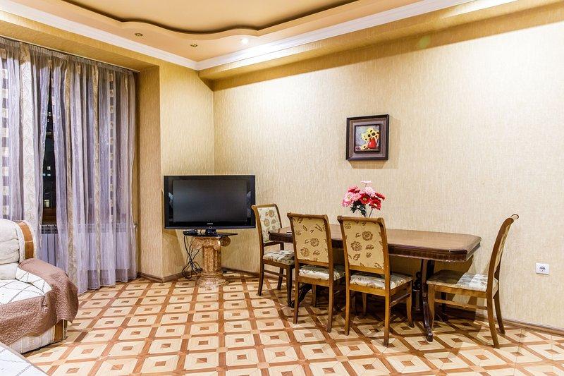 2 bedroom Apartment on Arami 86 (New Building), casa vacanza a Parakar