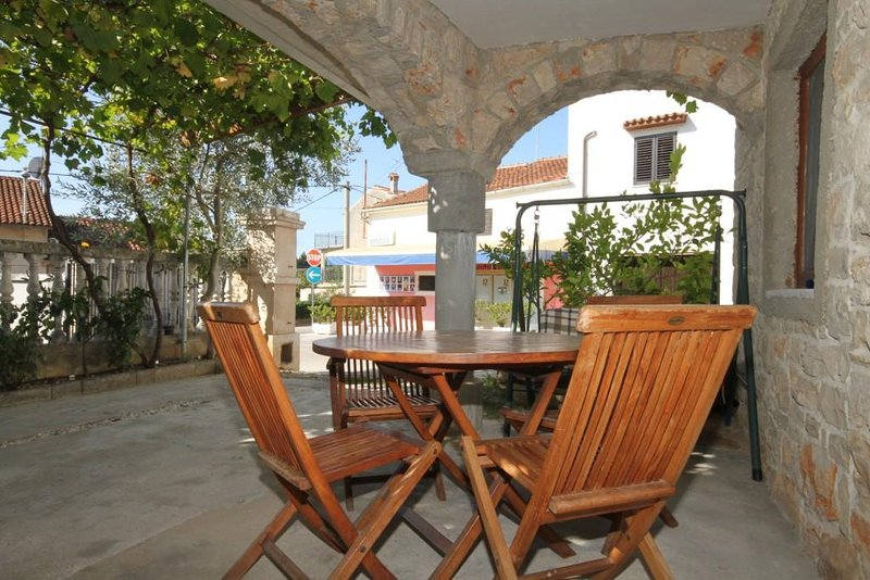 Basanija Apartment Sleeps 4 with Air Con - 5466978, holiday rental in Basanija