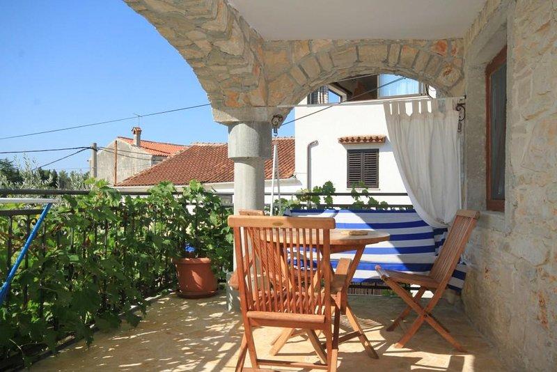 Basanija Apartment Sleeps 2 with Air Con - 5466981, holiday rental in Basanija