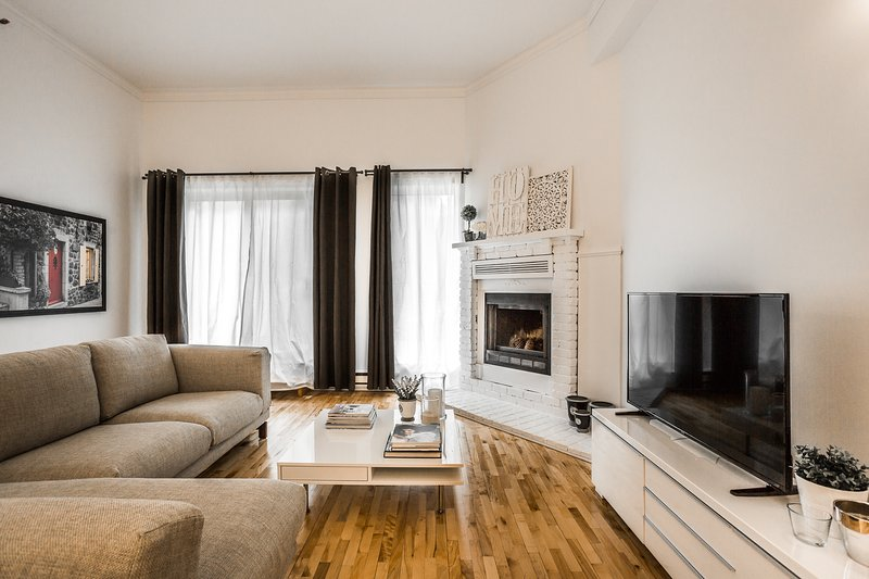 Quiet and Cozy in the Heart of Old Montreal, vacation rental in Saint-Lambert