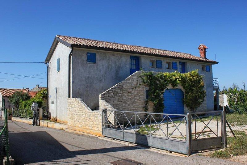 Basanija Apartment Sleeps 4 with Air Con - 5466969, holiday rental in Basanija