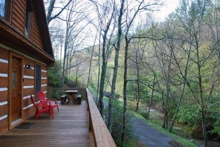 Chasing Rainbows-Hot Tub, Pet Friendly, Creek side, Wood Fireplace, WIFI, Fire p, holiday rental in Fleetwood