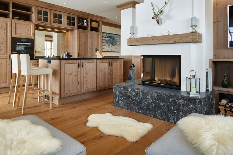 Luxury ski-in ski-out suite linked to exclusive 5-star hotel, vacation rental in Lech