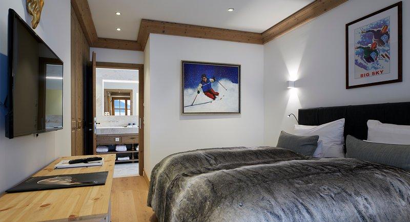 Cada um dos quartos da Suíte Sergei Rachmaninov conta com camas box de casal de 200 x 180 cm