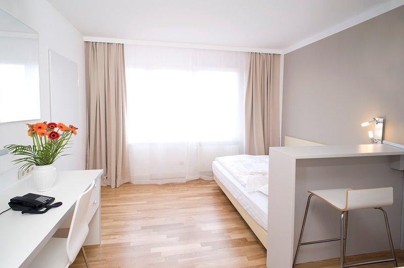 Serviced Apartment inkl. kostenlosem WLAN, 2-wöchiger Reinigung und Parkplatz, holiday rental in Offenbach