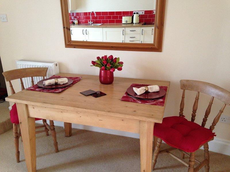 De moderne woonkeuken heeft alles wat u nodig heeft voor een perfect verblijf.