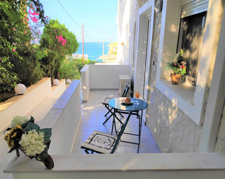 Central apartment - next to the beach (2), vacation rental in Rethymnon
