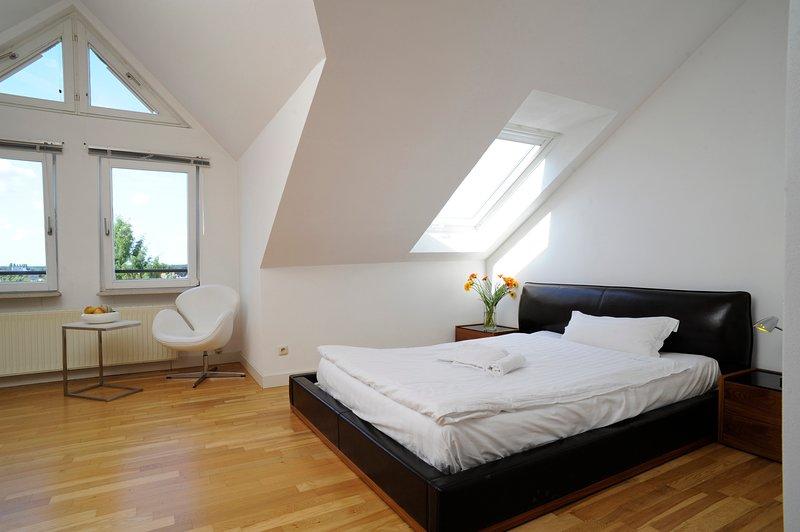 Geräumiges Apartment inkl. Reinigungsservice, WLAN und Parkplatz, holiday rental in Offenbach