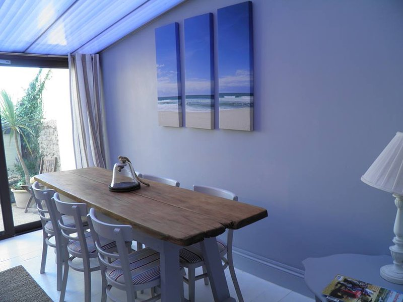 15 Holiday House is a lovely spacious 4 double bedroom holiday let, vacation rental in Castlemartin