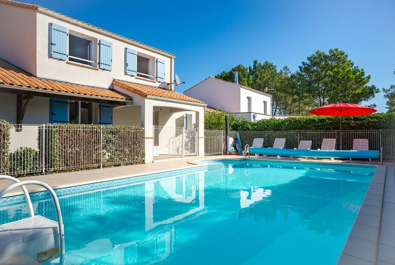 Le Pavot -  Large Beach Villa with Large Mature Garden and Private Heated Pool, vacation rental in Vendee