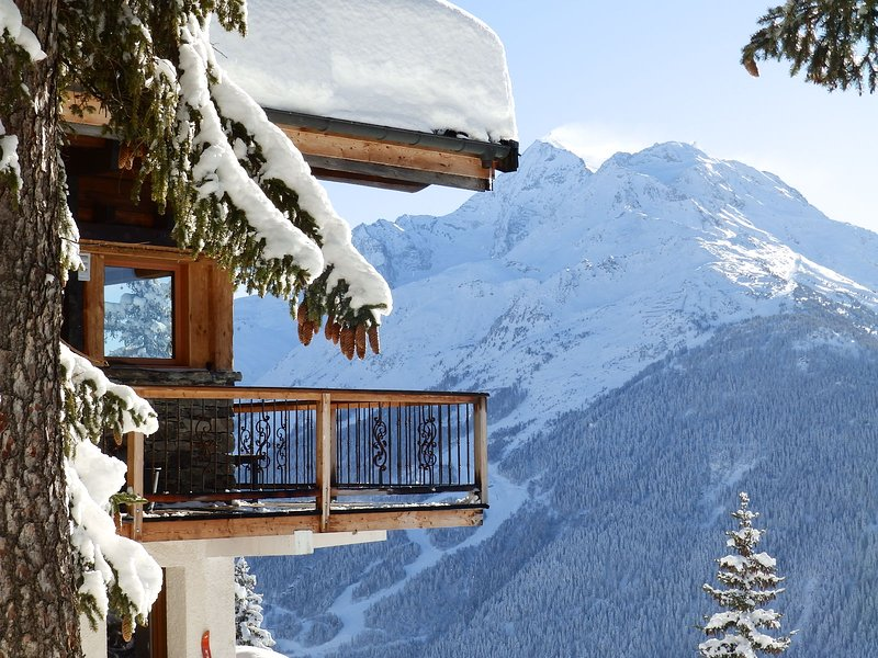 BOSOLEIL Chalet Luxe, Vue Panoramique 10 pers, SPA, 5 ch, 5 sdb, LA ROSIERE 1850, holiday rental in Montvalezan