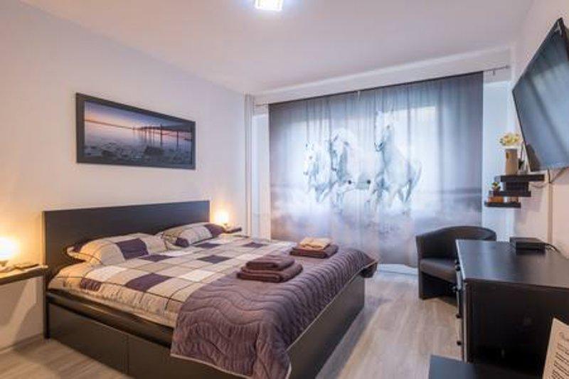 Catalina International Apartment in Extensive Centre, vacation rental in Vladaya