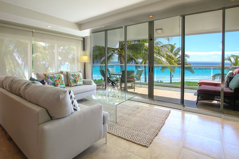 Beachfront Condo with Pool - Ocean One 204, location de vacances à Maxwell