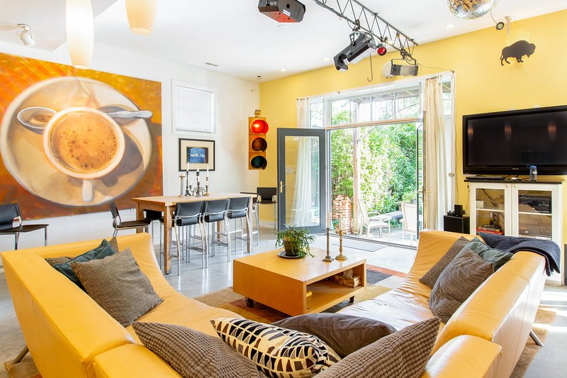 Huge, open floorplan. Stereo, cable TV, laptop provided to stream music and kick back.