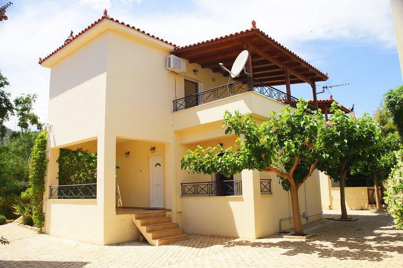 Villa Dalia - Miramar Complex, holiday rental in Sofiko