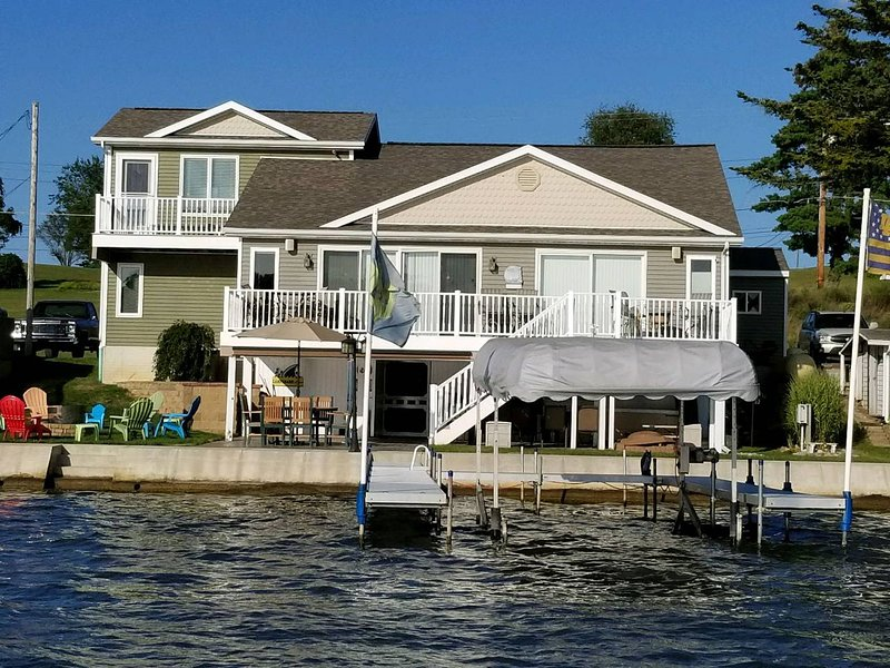 Lake Life Heaven, vacation rental in Hamilton