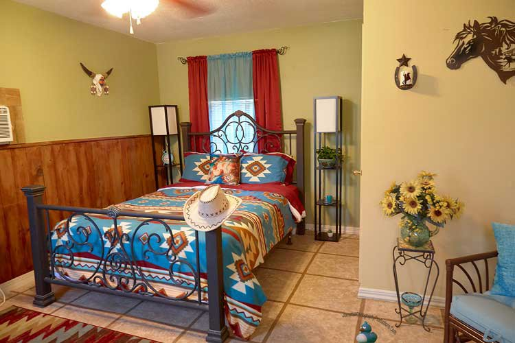 Pleasant Day Bed and Breakfast SouthWest Cottage, holiday rental in Homosassa Springs