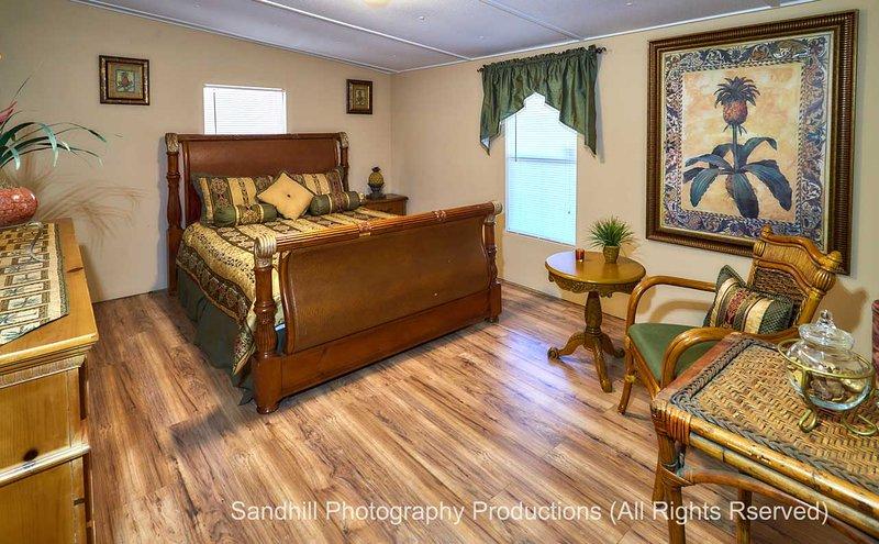 Pleasant Days Bed and Breakfast / Tropical Master Suite, alquiler vacacional en Homosassa
