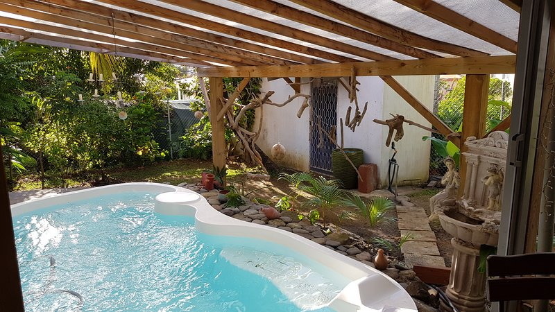Amazing apartment with shared pool, location de vacances à Le Lamentin