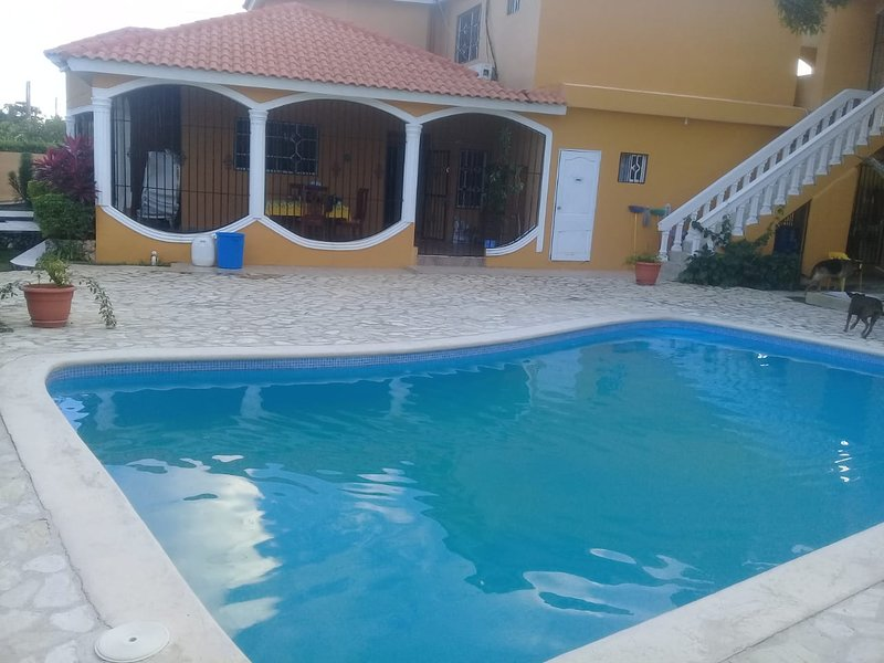 Big villa with swimming-pool & Wifi, holiday rental in Maria Trinidad Sanchez Province