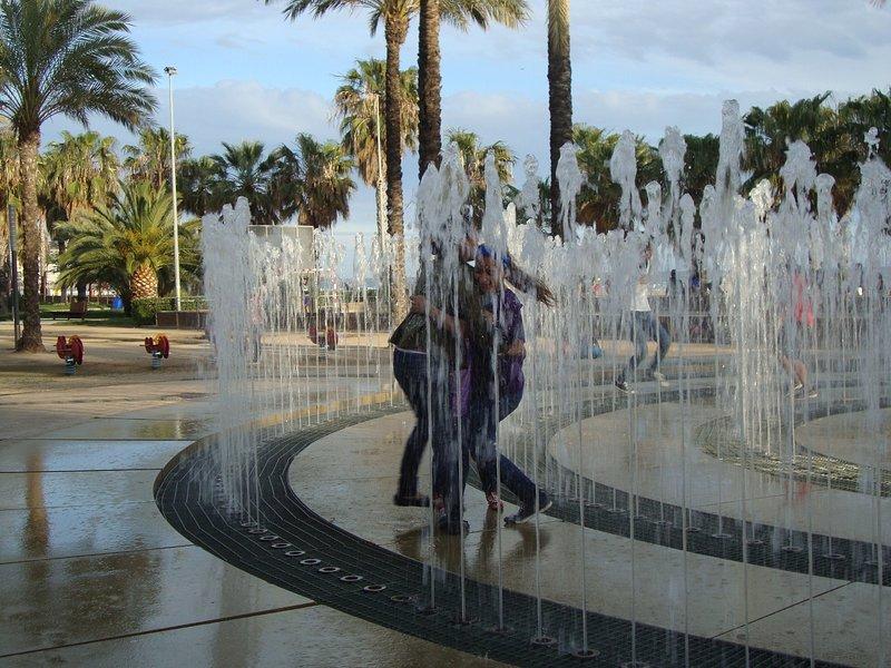 Vatten labyrint på promenad