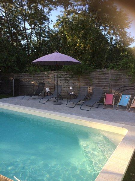 Studio de charme centre ville, terrasse face au gave, holiday rental in Oloron-Sainte-Marie