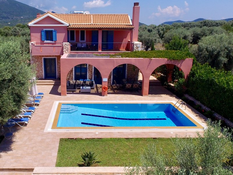 Villas Armeno-Sappho, Luxury villa with private  pool and sea view, holiday rental in Mikros Gialos