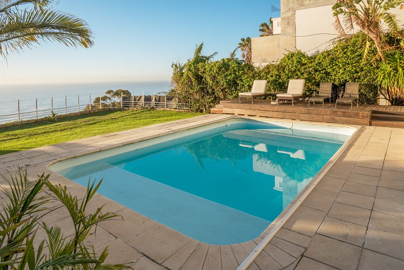 Ocean View Villas Bantry Bay | Sea Views - 4BR - Pool Garden- Windfree, location de vacances à Bantry Bay
