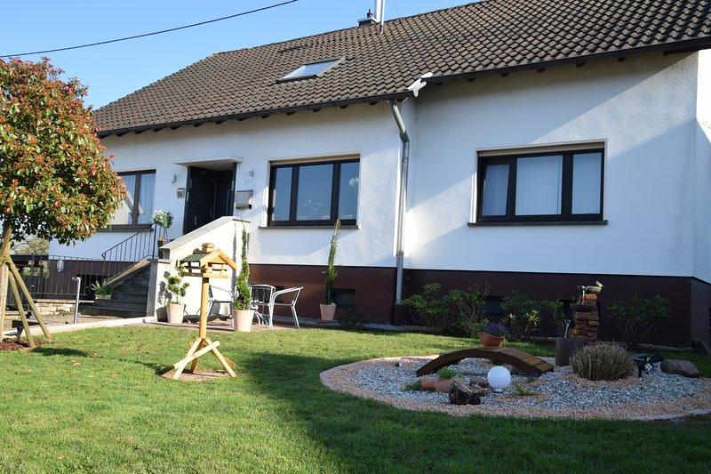 Haus Alt - Ferienwohnung Netflix & Wlan Inklusive, vacation rental in Neunkirchen